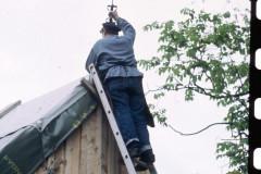 Palssonhuset-Mastersmed-Hans-Hall-satter-flojeln-1986