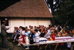 12. Första gudstjänsten vid gården